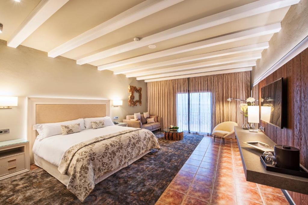 Hotel La Caminera Club de Campo 18